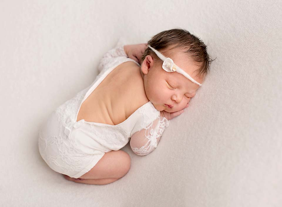 Gta photographer kelly rawlinson specializes in custom newborn portraits for more information call 905 967 3103